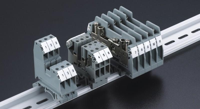 试验端子非常方便的实现了在电流互感器二次回路的各种测试连接。纵向分断滑块操作简便,构造稳定,抗短路能力强,开关状态清晰易辩,实现了一个单相电流互感器测试电路只需二个端子,其优点是:节省空间,需要的附件少且安装方便。