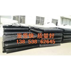 《发货快》内江草坪排水板%塑料排水板夹层板==3米宽